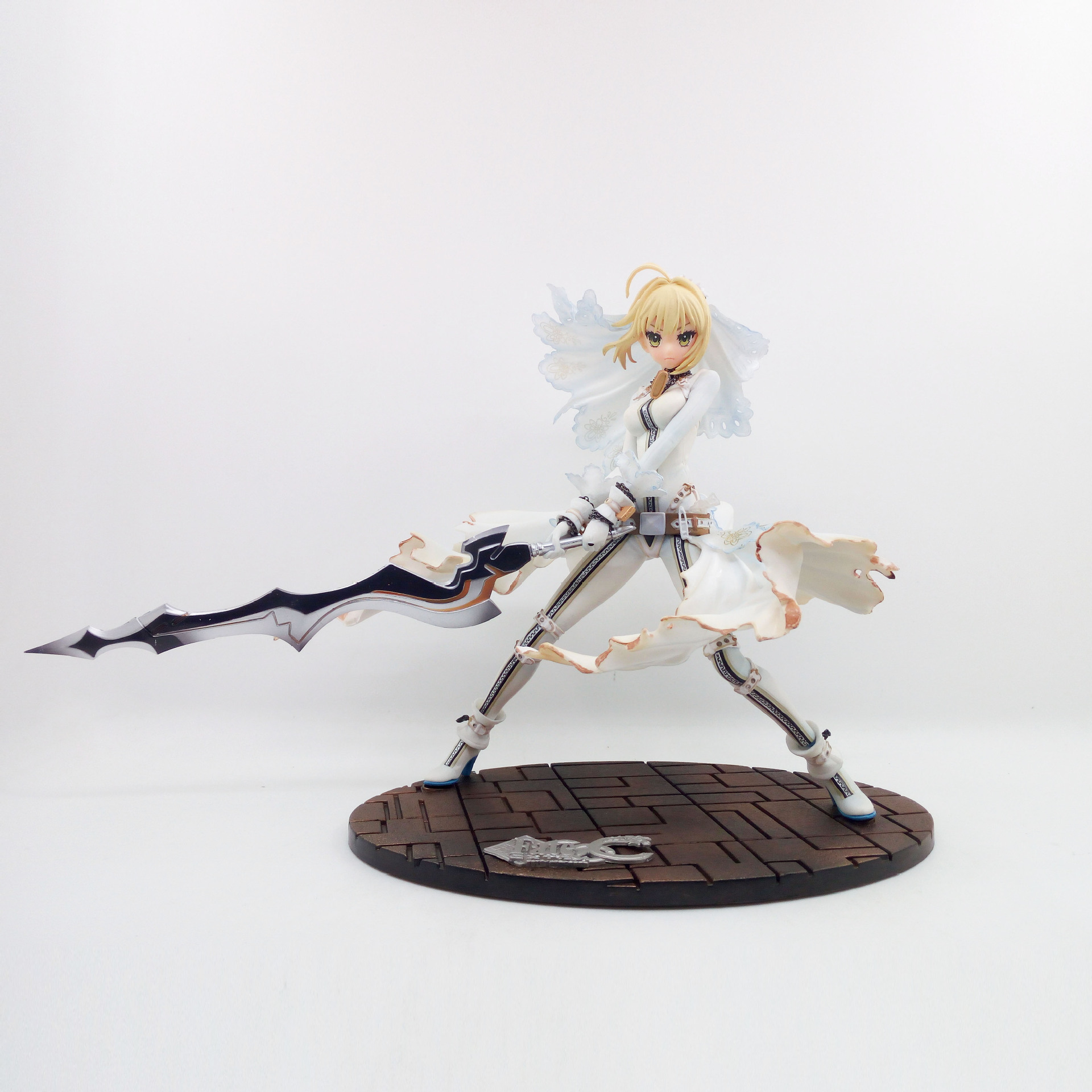 XINDUPLAN Fate stay night Saber bride Wedding dress White Clothe Anime Action Figure Toys 22cm PVC Kids Gift Collect Model 1043 huong anime fate stay night fate 24cm saber lili battle ver pvc action figure collectible toy model briquedos christmas gift