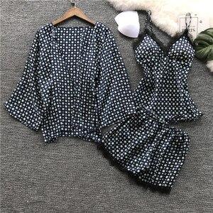 Image 2 - ผู้หญิงผ้าไหมชุดนอนชุดดอกไม้พิมพ์ Dot ชุดนอน Cami Top + กางเกงขาสั้น + Robe 3Pcs ชุดนอนชุดนอนเซ็กซี่ซาติน Nightie Elegant สวมใส่