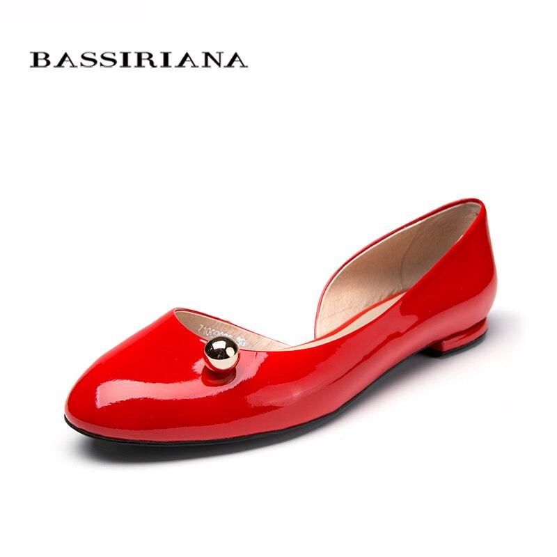 НОВЫЕ Ботинки женщина Genuiene лакированной кожи Квартиры женская обувь для летнего весной 2017 Сплошной цвет Красный Черный Молоко 35-41 BASSIRIANA