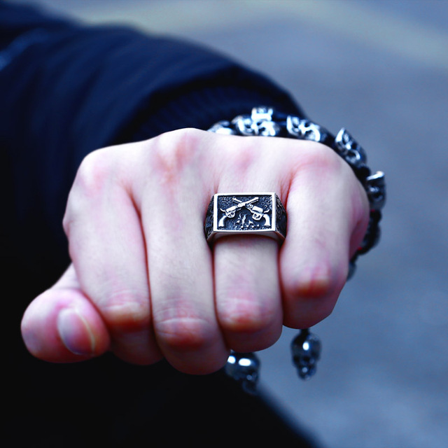 DOUBLE GUNS SKULL RINGS