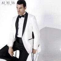 כניסות חדשות צעיף דש השושבינים חתן הלבן טוקסידו כפתור אחד Mens חתונת שמלות נשף חליפות (Jacket + מכנסיים + חגורה + עניבה)