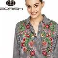 Eorish 2017 blusas bordados de flores para as mulheres camisas de manga comprida xadrez preto e branco mulheres de volta longa