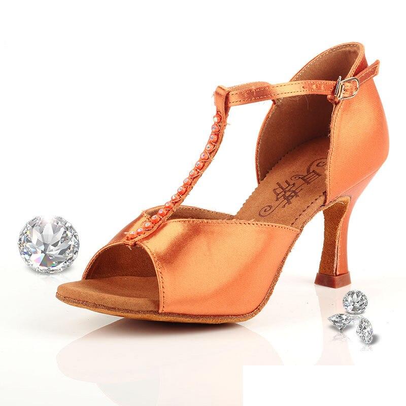 - รองเท้าผ้าใบ