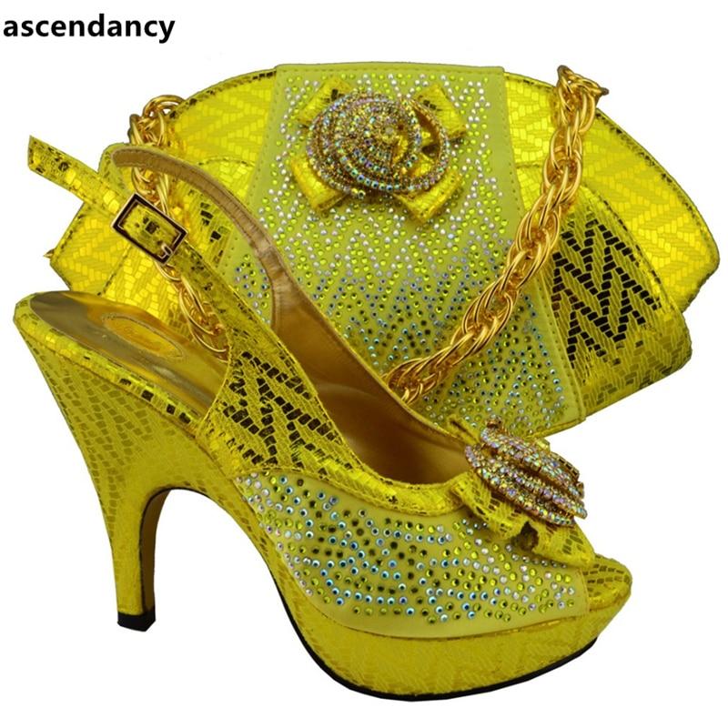 Africaines fuchsia Avec Italien Noir Fuchsia De Decoraated Correspondant Chaussures Strass Décoré Sac jaune Femmes Appliques Ensemble Et wnwvxZ86qX