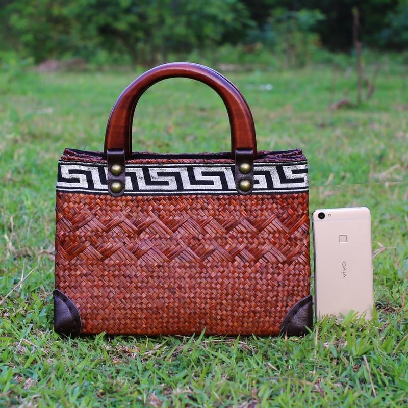 Thai version of straw bag original Chinese handmade handmade handbags retro wood handle hand care holiday bag rattan bread packa