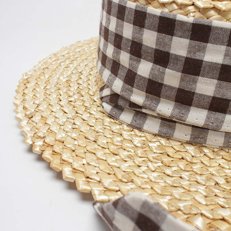 ROSELUOSI Women Straw Hats 2018 Summer Boater Hat Ladies Flat Top Beach Sun  Hats With Plaid Belt Sombrero Mujer Playa-in Sun Hats from Apparel  Accessories ... 2e1771bf5e74