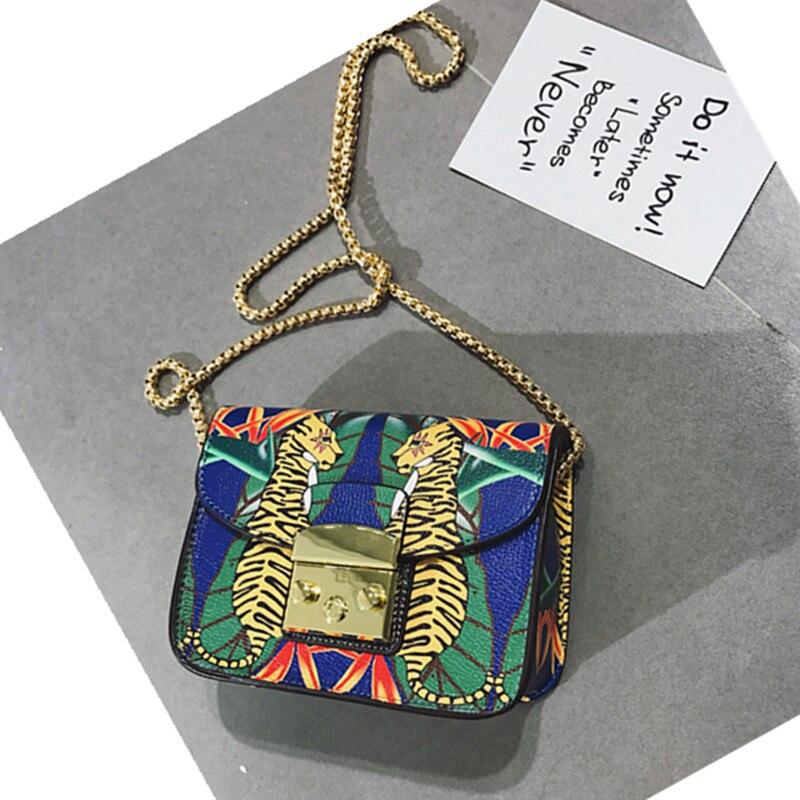 Beroemde Italië Merk Vrouwen Flap Bag Luxe Lolita Stijl Graffiti Print Designer Chains Crossbody Tassen Mode Vrouwen Messenger Bags-in Schoudertassen van Bagage & Tassen op  Groep 3