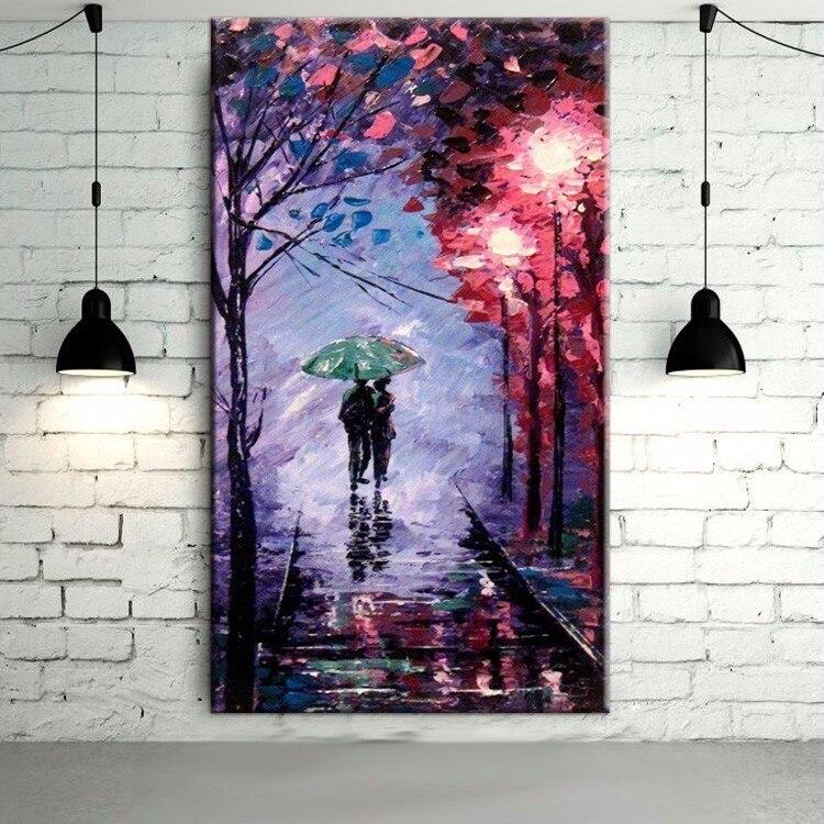 Art mural abstrait fait à la main couleurs romantiques fond violet peinture à l'huile sur toile amant sous parapluie marche sur la route
