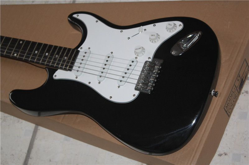 China guitar factory wholesale BLACK ST electric guitar free shipping 1 2 stratocasterChina guitar factory wholesale BLACK ST electric guitar free shipping 1 2 stratocaster