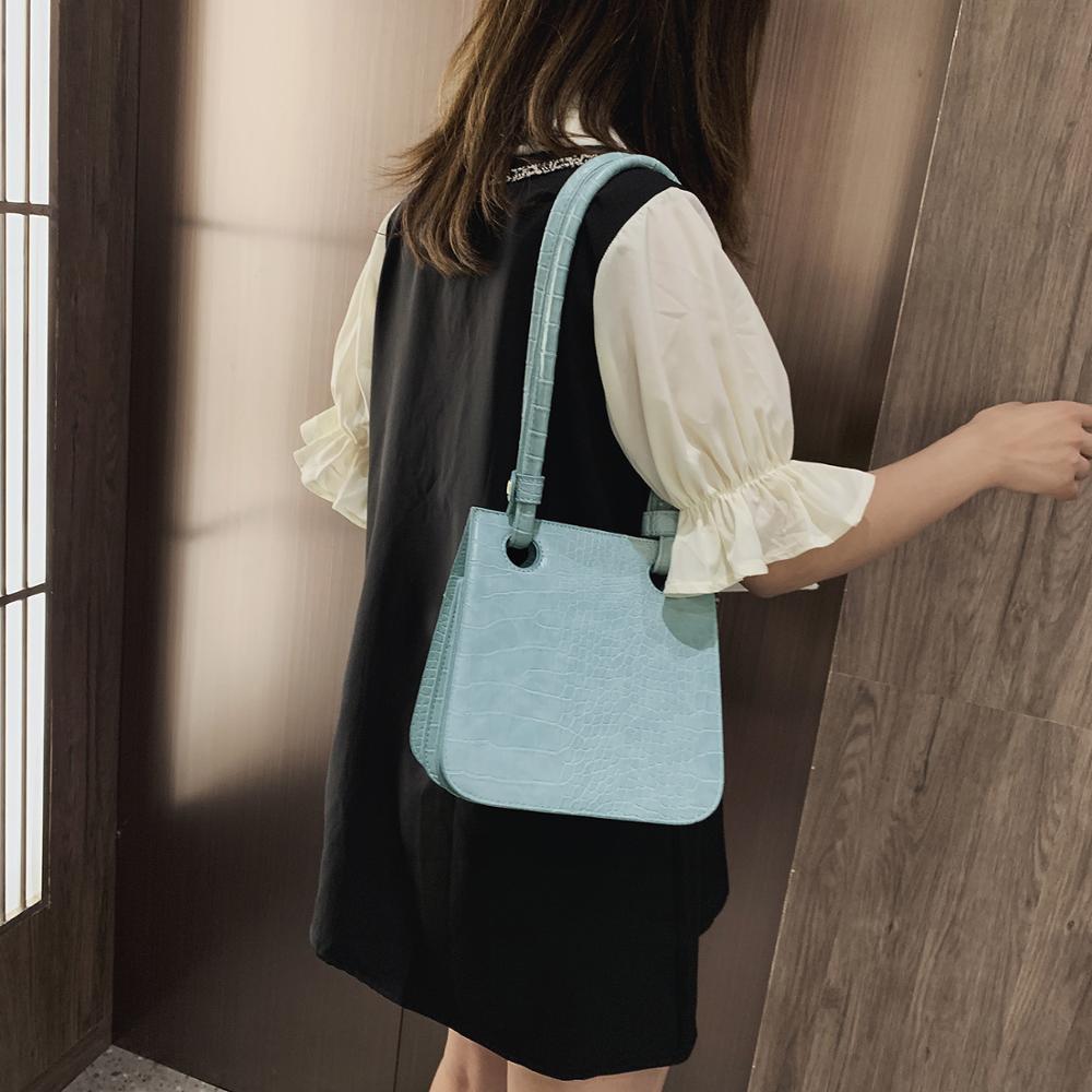 Image 2 - Crocodile Pattern Crossbody Bags For Women 2019 New Fashion Shoulder Messenger Bag Ladies Solid Color Handbag Travel Hand Bag-in Shoulder Bags from Luggage & Bags