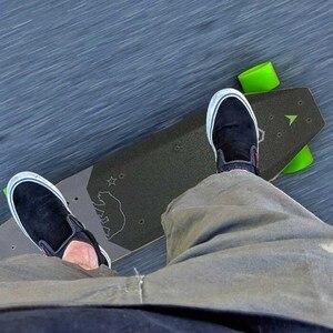 Image 4 - Xiaomi acton skate elétrico de controle remoto sem fio inteligente conduziu a luz 12 km resistência 100 ~ 240 v para 16 a 50 anos de idade