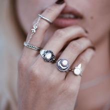 5PCS/SET Vintage Rings for Women Ethnic Antique Silver Color Hippie Knuckle Rings Retro Carved Moon Chain Tail Finger Rings Set