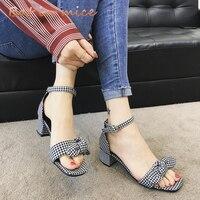 2018 סקסי קיץ כפכפים נשים סנדלי נשים סנדלי אצבע של נועלת סנדלים נשים נעלי העקב גבוה משאבות נעלי עניבת פרפר בסגנון קוריאני C394