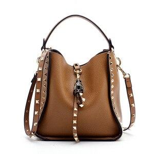 Image 2 - Couro genuíno famosa marca rebite crossbody sacos para mulheres mensageiro bolsa de ombro bolsas de luxo bolsas femininas designer feminino