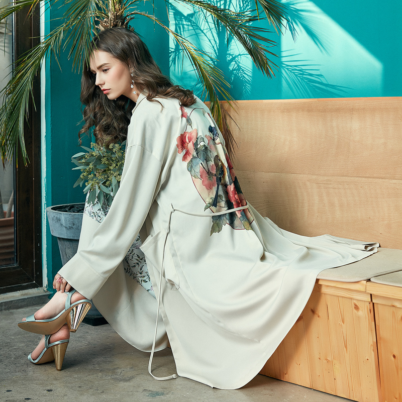 ARTKA Spring New Women Retro Floral Printed Trench Fashion Over The Knee Light Loose Long