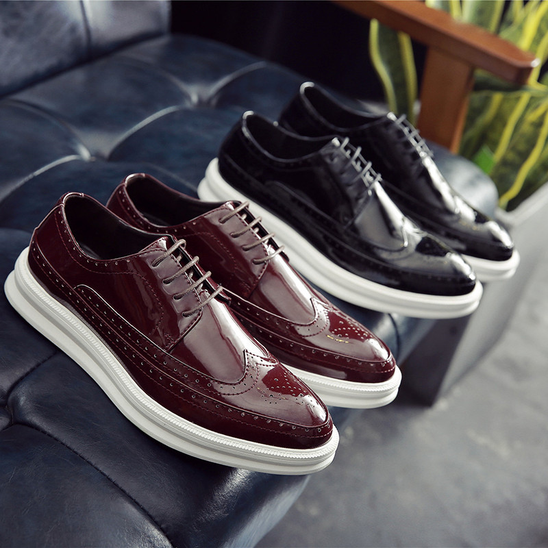 Купить с кэшбэком JINANDYU New 2020shoes Men Patent Leather shoes men Casual Silver Flat Shoes Mens Brogue Loafers Male Shoes chaussure homm