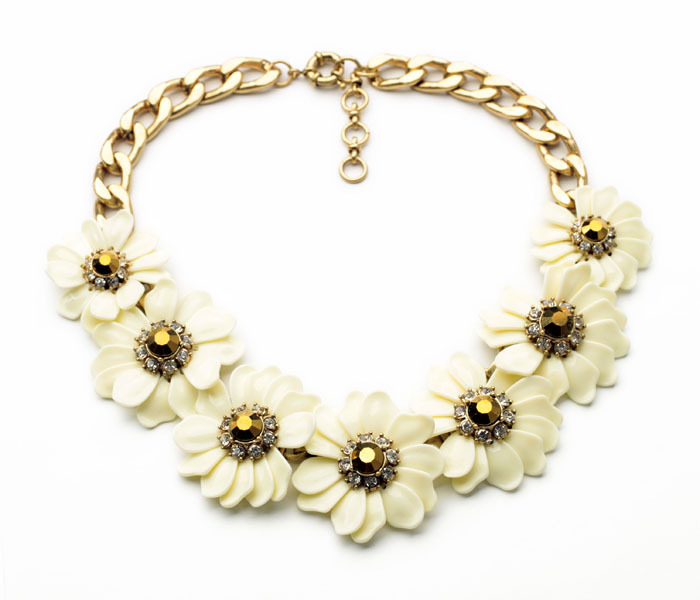 Most Popular Womens Gifts 2016 Part - 34: The Most Popular Decent Elegant Women Gift Resin White Flower Shiny Gold  Color Choker Necklace(