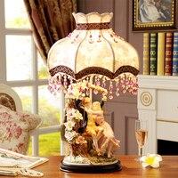 Современные Керамика настольные лампы для Гостиная дома светодио дный настольная лампа Спальня пара обнимая пары размахивая Abajur Lamparas де ме