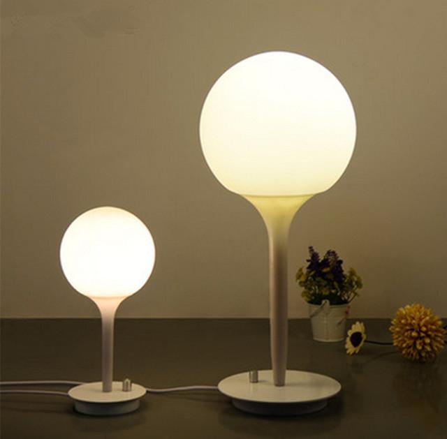 Modern LED desk lamp vidro esférico lâmpadas decorativas e lanternas de casamento criativo círculo de quarto cabeça de uma cama