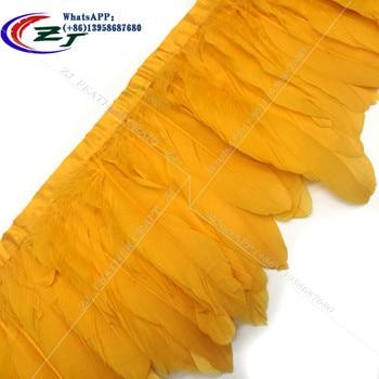 59add8e4550c Adornos de plumas de ganso amarillo dorado 2 metros lote cintas de plumas  de ganso teñidas 15-18 cm flecos de plumas de pato para vestido falda DIY