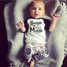 Для новорожденных Одежда для маленьких мальчиков и девочек 2018 новый летний Snuggle это Muggler футболка + Харри Поттер штаны для малышей детская одежда комплект