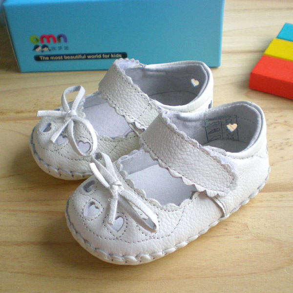Genuine leather cute fretwork heartshaped white color baby girls summer first walkers infant non-slip toddler shoes sale