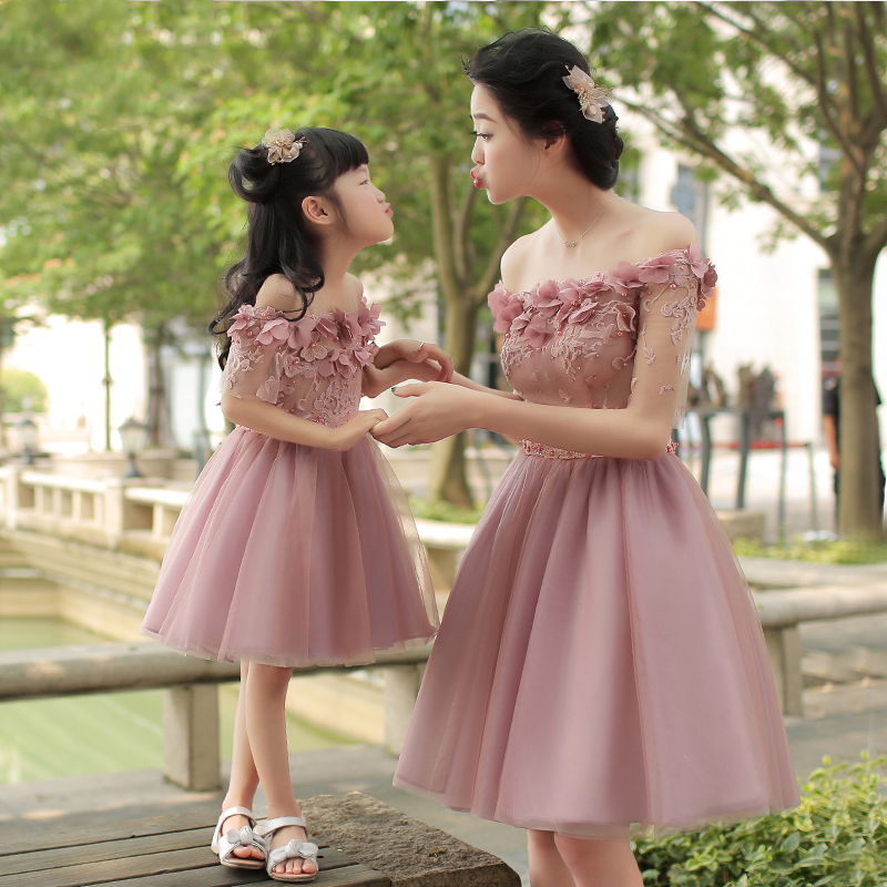 Family matching clothes fashion  mother daughter dress wedding party dress for women fairy ball gown flower appliques sleevelessFamily matching clothes fashion  mother daughter dress wedding party dress for women fairy ball gown flower appliques sleeveless