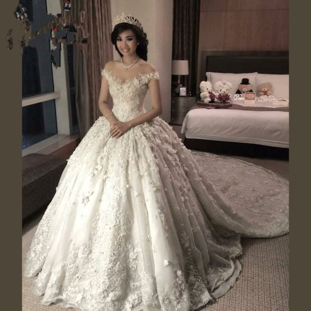 2017 liban robes de mariée en dentelle turquie avec chapelle Train col  transparent dentelle Appliques perlées