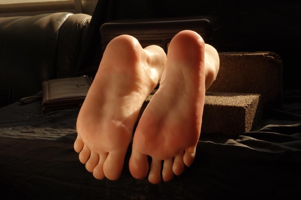 Big male feet worshi the hell