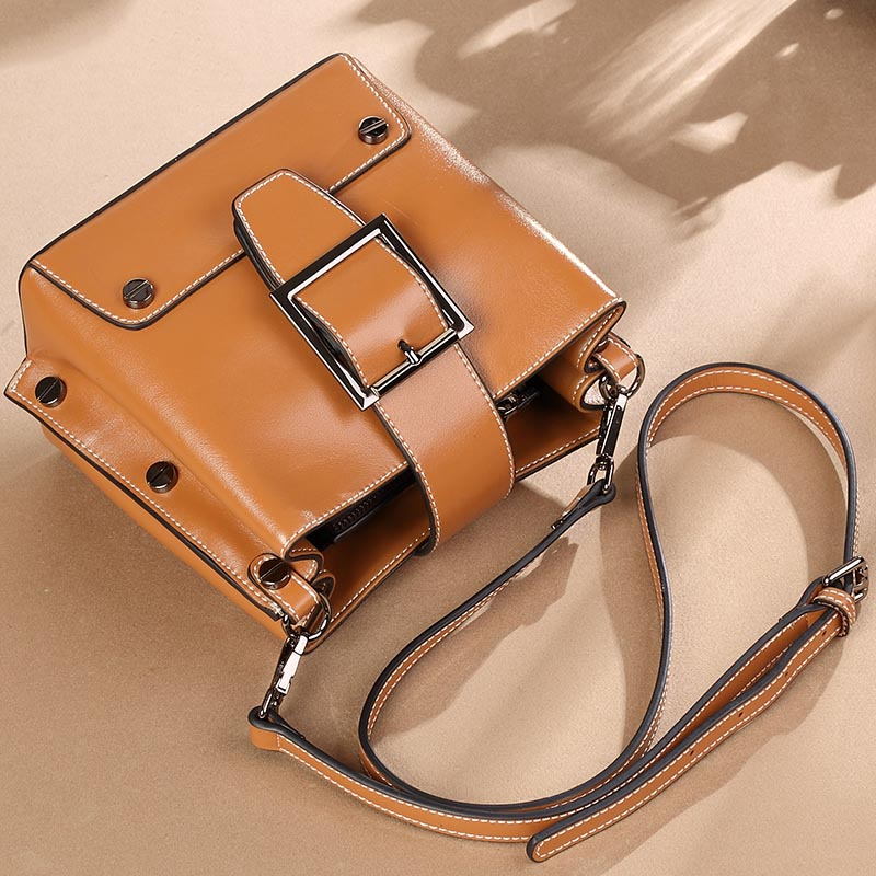 купить Fashion Ladies Shoulder Bag Soft Genuine Leather Oil Wax Split Leather Solid Color Flap Women Crossbody Messenger Bags for Gifts по цене 4595.95 рублей