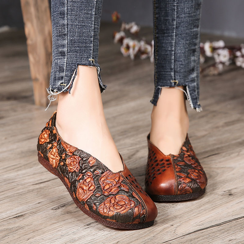 Tyawkiho Genuine Leather Women Flats Embroidery Flower Loafers 2018 Spring Flats Slip On Retro Handmade Women Shoes Hollow Out