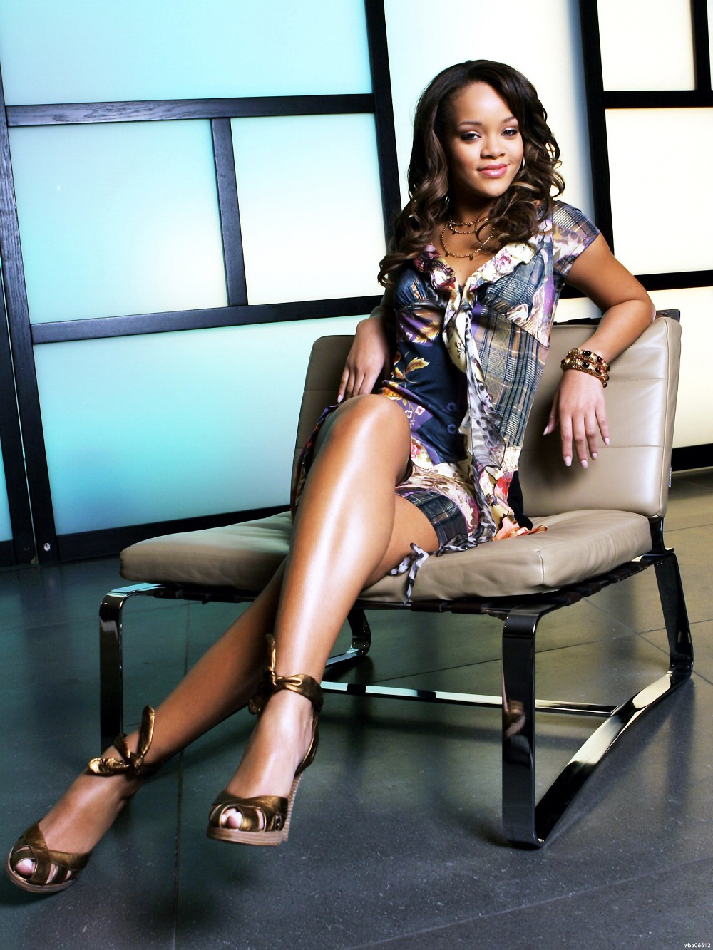 """rihanna hot singer sexy legs music 24x32"""" print poster wbp06612-in"""