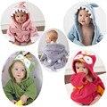 2017 de La Moda Con Capucha de la Historieta Animal Del Bebé Albornoces Toallas de Baño de Los Niños de Algodón Absorbente Para 3 M-12 M Ropa de Bebé pijamas