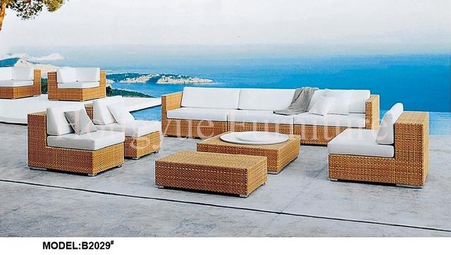Conjunto de sofás de mimbre al aire libre muebles con cojines y almohadas