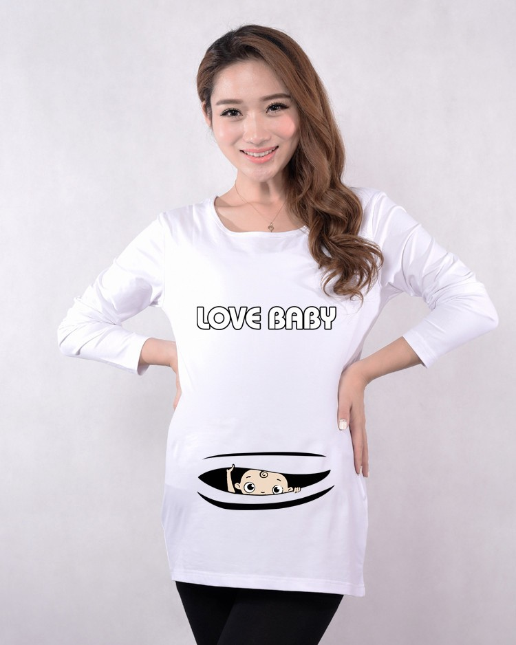 baby peeking out maternity tops (1)