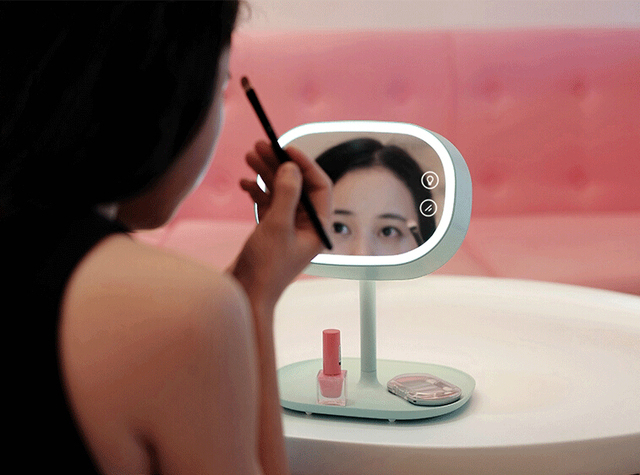 Venta al por mayor al por menor de escritorio espejo de maquillaje, de carga USB de almacenamiento multifuncional espejo de maquillaje ligera envío gratis