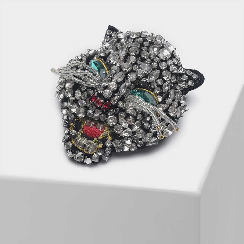 Cat head design shiny vintage brooch