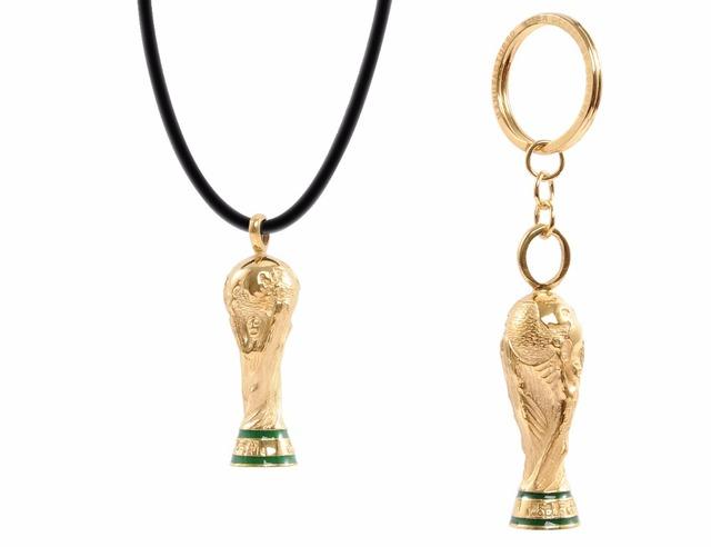 Trofeo de fútbol 2014 Brasil Copa Del Mundo Trofeo de Fútbol Llavero de Cobre chapado en Oro Conjunto de Collar