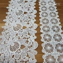 Laço bordado branco macio do laço de seda do poliéster da costura belamente para a roupa