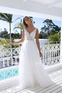 Image 5 - Vestido de novia de corte a clásico con escote en V perfecto para bailar en la playa