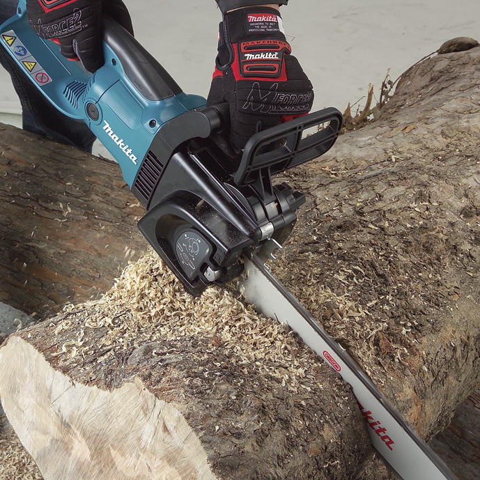 Makita UC4030A electric chain saw 1800W Speed (per minute) 800m (2600mft) Chain gear 3/8 Automatic function prevents oil spill makita uc4030a