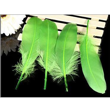 Натуральные лебединые перья 14-20 см, многоцветные гусиные перья, шлейф для рукоделия, свадебных украшений, рукоделия, украшения для дома, 50 шт - Цвет: fruit green 50pcs