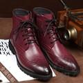 Negocio de La Moda Retro Brogue Botines Puntiagudos Desgaste Rub Color de La Piel de Cuero Japanned Tallada Chukker Botas de Puntera de Los Hombres Zapatos de Invierno
