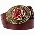Hombres de la manera correa de cuero genuina para mujer de cuero real cinturón Rosa flor regalo para mujer Pantalones Vaqueros de la correa de metal decoración