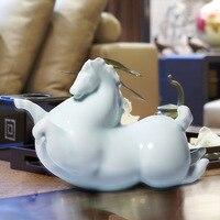 Дома предметы мебели с серебряной ложкой во рту лошадь керамики зеленой глазурью керамические жира лошади