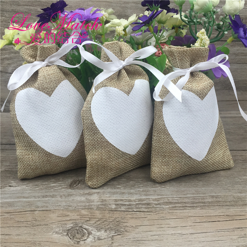 2018 Hot 50Pcs Vintage Natural Burlap Hessia Gift Candy Bags Wedding Party Favor Gift Pouch Jute Love Heart Gift Bags (9x14cm)