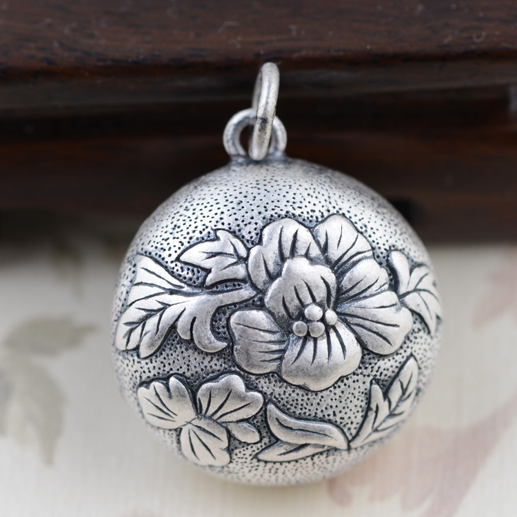 [silver] silver deer king S990 fine silver pendant double wholesale female flowers rich sweater 2108 new silver s990 silver dollar topaz korean edition hollowed out silver sterling sweater chain lady s pendant wholesale