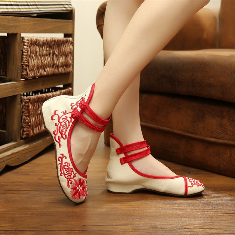 цены  Sunflower Embroidery Cloth Shoes 2017 Chinese Style National Breathable Comfortable Soft Sole Canvas Red Blue Shoes Size 34-41