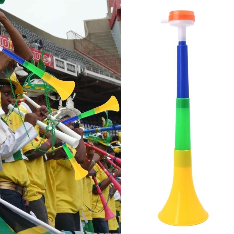 Estádio de futebol torcida fã chifres bola de futebol vuvuzela cheerleading miúdo trompete