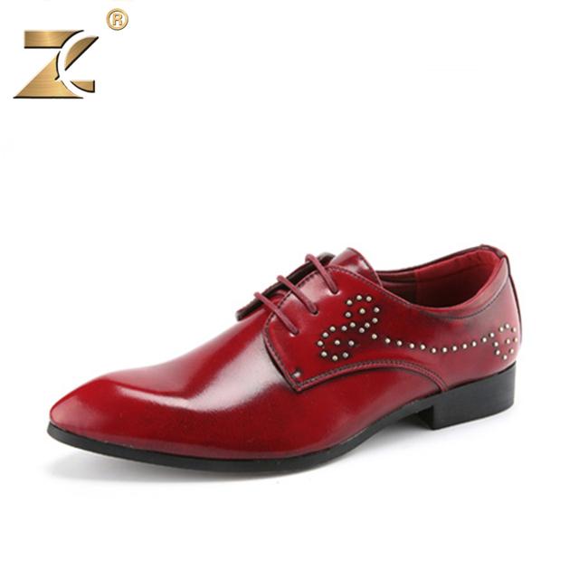 Z 2017 Famoso Diseñador de Los Hombres de Cuero Zapatos Casuales Retro Clossy Rojo RivetFashion Respirable con cordones de Los Hombres Zapatos Al Aire Libre